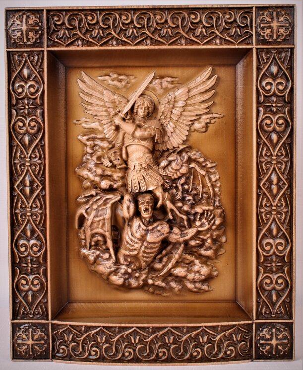 """Резное панно """"Духовная брань"""" Архангел Михаил попирающий дьявола — Мастерская резных икон ShatoWood"""
